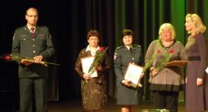 Savivaldybės padėkomis apdovanoti policijos pareigūnai, pedagogai, socialiniai darbuotojai