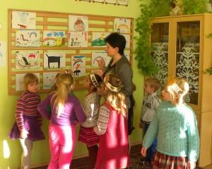 Vaikai rodo savo augintinius