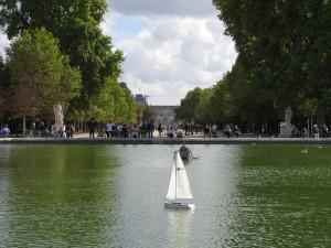 Parkas priešais Luvrą