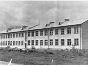 1963-1964 metais pastatyti priestatai