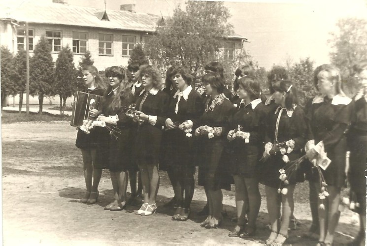 Paskutinis-skambutis-nuotrauka-iš-mokyklos-muziejaus-archyvo