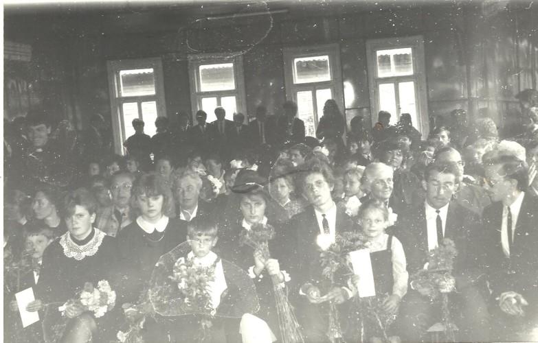 Rugsėjo-pirmosios-šventė-nuotrauka-iš-mokyklos-muziejaus-archyvo