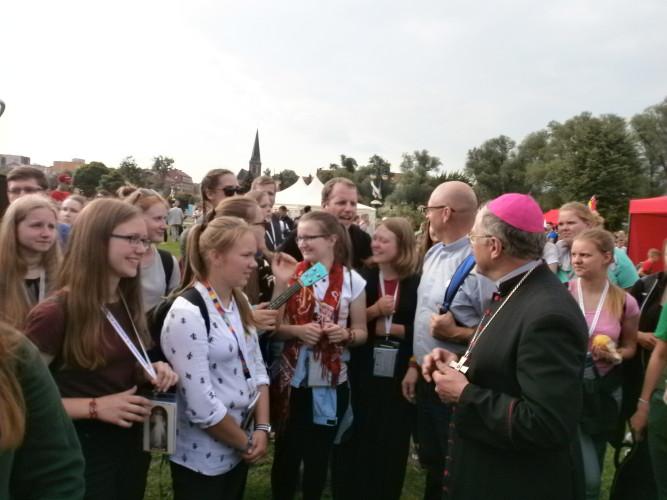 -Kaišiadorių-vyskupo-susitikimas-su-jaunimu-Elkoje