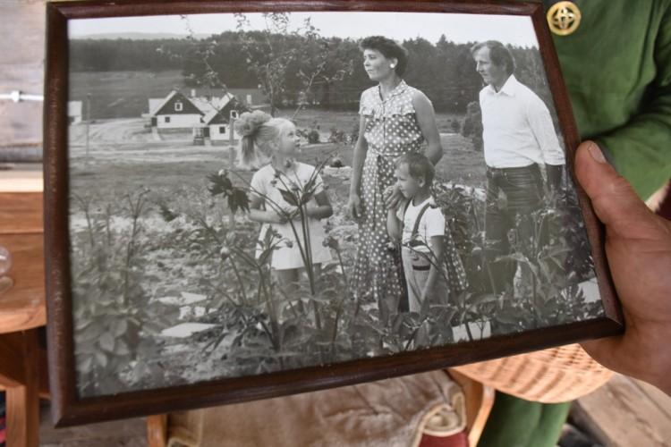 Bendra jaunos Marcinauskų šeimos nuotrauka