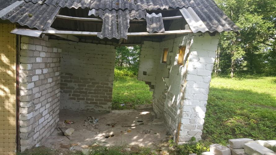 taryboje-rodytas-tualetaskuriuo-mer4s-teigimu-naudojosi-vaikai
