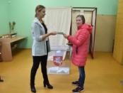 Balsuojantiems pirmą kartą - LR Konstitucija dovanų