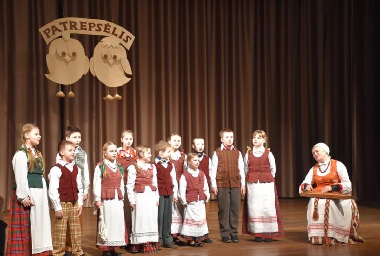 Gelvonų gimnazijos vaikų folkloro ansamblis