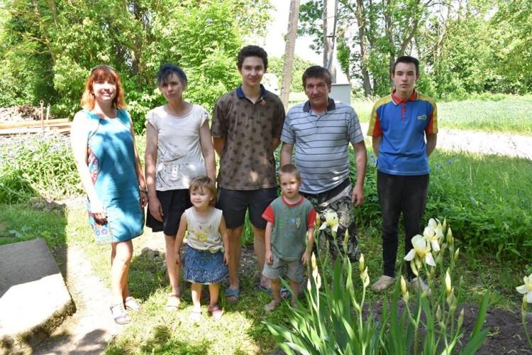 Juozas su šeima ir svečiu
