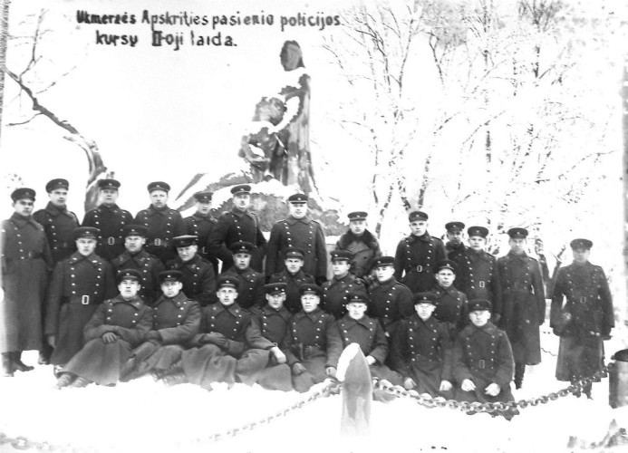 K. Veikša kartu su Ukmergės apskrities pasienio policijos kursų II-ąja laida