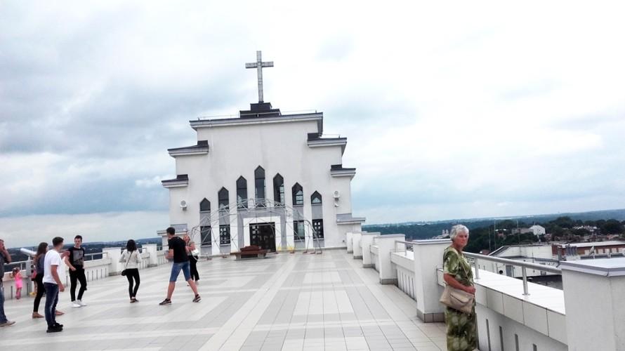 Bažnyčios terasoje