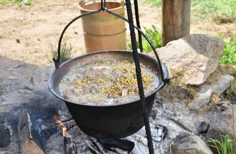 Sriuba iš karkos ir žirnių