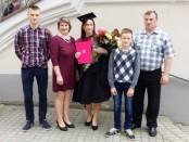 Ingridos diplomo įteikimo šventėje visa Paciūnų šeima