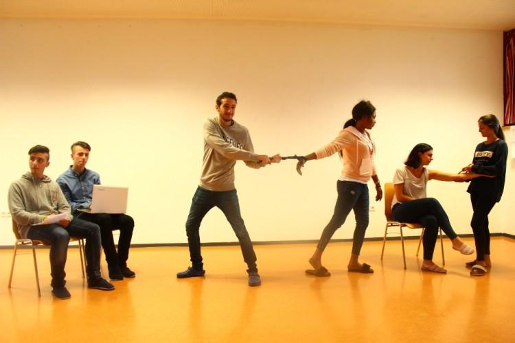 Vaidinimai Forumo teatro metodu
