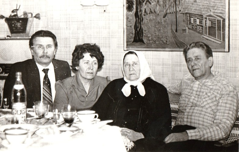 Angelina su mama ir broliais