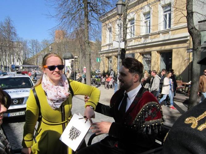 Lietuvos romų bendruomenė, kurios pirmininkas ir ansamblio Sare Roma meno vadovas Ištvanas Kvik