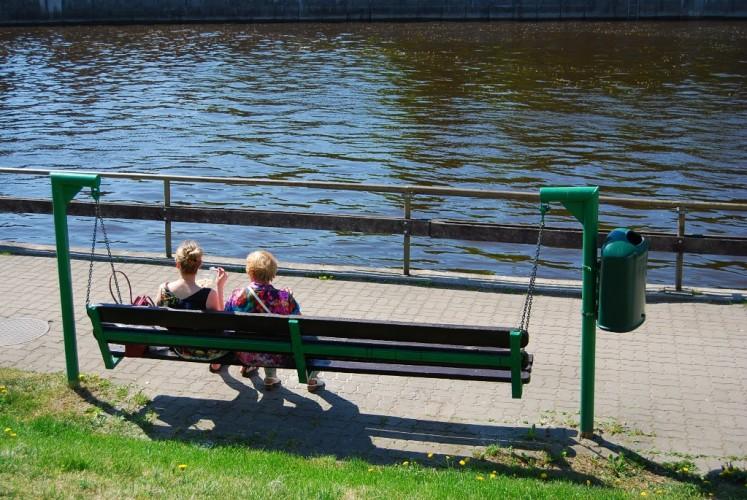 Kėdė – supynės Tartu mieste, šalia upės, tiesiog patiko idėja