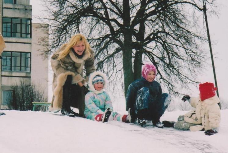 Vaikai labai mėgo žiemos pramogas.