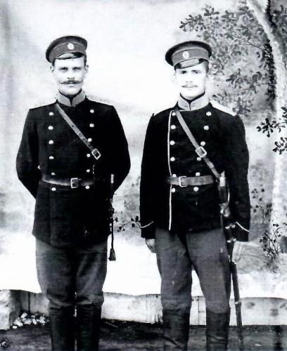 Gečys Jonas (kairėje) su draugu Krivka. Tarnyba caro kariuomenėje