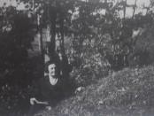 Karolina Kanclerytė prie Širvintos upės. 1932 m.