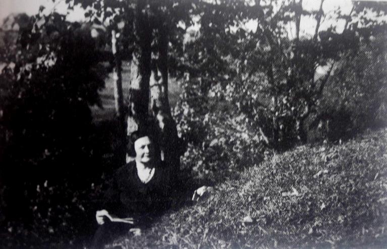 Karolina Kancleryte prie Širvintos upės 1936m.