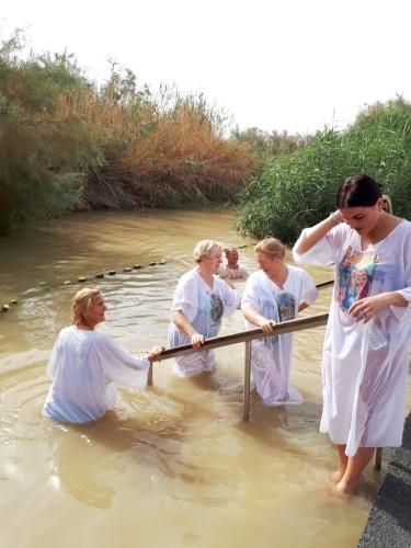 Atnaujinomė krikštą Jordano upėjė