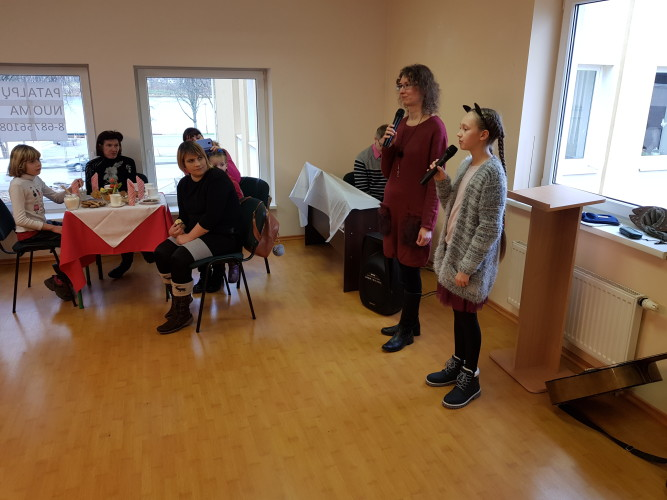Svečiams dainavo Neringa ir Viltė iš Ukmergės