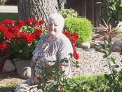 Albina namuose tebesirūpina gėlėmis ir aplinkos tvarkymu. V. Patinskienės nuotrauka