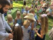 Simas Glumbakas su vaikais