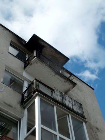Namas, kuriame degė balkonas