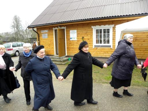 Genovaitė Zibalų bendruomenės šventėje (trečia iš kairės)