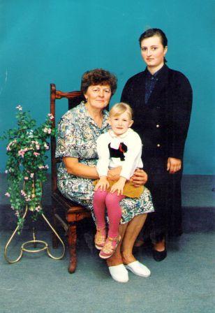 Gražina su anūke ir dukra