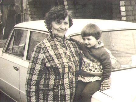 Močiutė Veronika su anūke Neringa