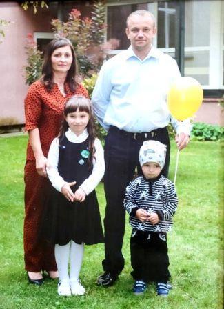 Dukra Neringa su šeima
