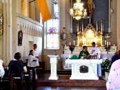 Kunigas Marius Talutis aukoja Šv. Mišias Musninkų bažnyčioje