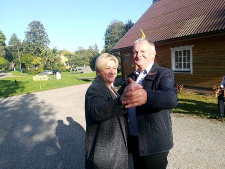 Seniūnaitės D. Bulonienės ir bendruomenės nario V. Šimonėlio šokisr