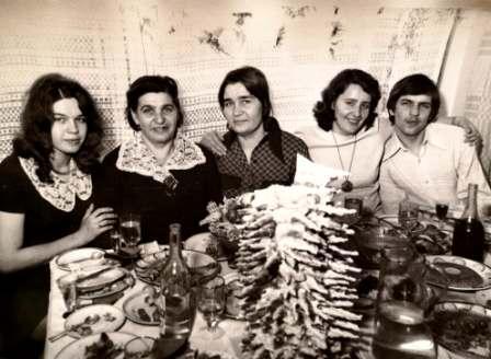 Mama Elena su vaikais: Gražina, Brone, Anastazija ir Vytautu