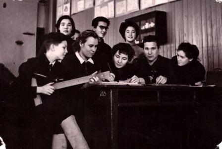 Margarita (antra iš kairės) su draugais
