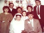 Tanė ir Virginijus Jakubauskai su giminėmis per vestuves