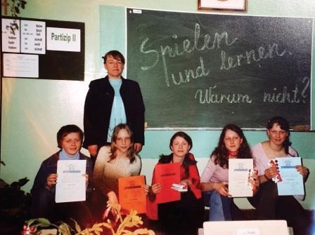 """""""Kengūros"""" olimpiados (vokiečių kalba) nugalėtojai – Siesikų gimnazijos moksleiviai. Mokytoja Česlava Kvakšis."""
