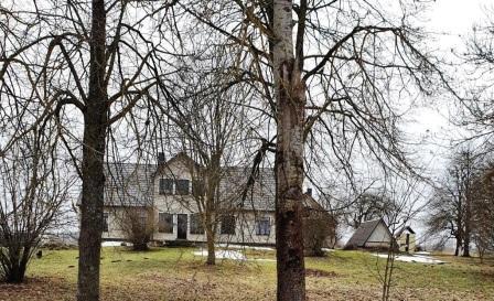 Kvakšų pradinė mokykla. Šiuo metu renovuotas gyvenamas namas